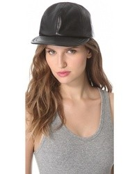 Gorra inglesa de cuero negra de Eugenia Kim