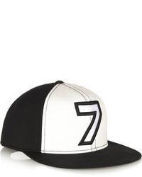 Gorra inglesa estampada en negro y blanco de Karl Lagerfeld
