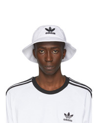 Gorro de pescador estampado en blanco y negro de adidas Originals