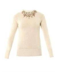bd6ac1d40 Cómo combinar un jersey con cuello circular con adornos en beige (6 ...