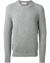 Equípate un blazer gris oscuro con un jersey con cuello circular para lograr un look de vestir pero no muy formal.