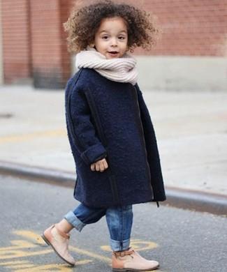 Cómo combinar un abrigo azul marino: