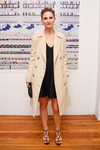 Abrigo beige vestido de tirantes negro sandalias de tacon negras cartera sobre negra large 5113