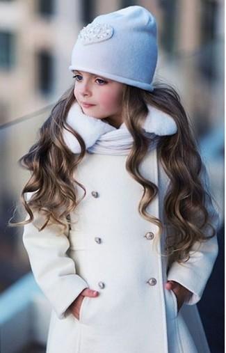 Cómo combinar: abrigo blanco, gorro blanco, bufanda blanca