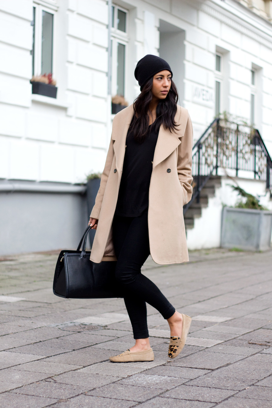 Como combinar un abrigo beige mujer