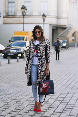 Como combinar un abrigo de leopardo