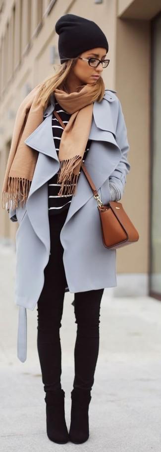 Emparejar una ropa de abrigo y unos vaqueros pitillo negros es una opción cómoda para hacer diligencias en la ciudad. Complementa tu atuendo con botines de ante negros.