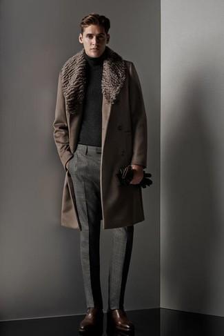 0a2e5705f Abrigo con cuello de piel marrón de Gucci, €3,980 | farfetch.com ...