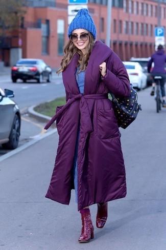 Combinar un abrigo morado