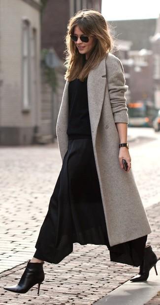 0b38a75702 Cómo combinar una falda larga plisada negra (12 looks de moda ...