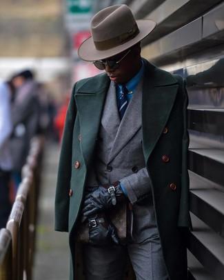Cómo combinar una corbata de rayas verticales en azul marino y blanco: Opta por un abrigo largo verde oscuro y una corbata de rayas verticales en azul marino y blanco para una apariencia clásica y elegante.