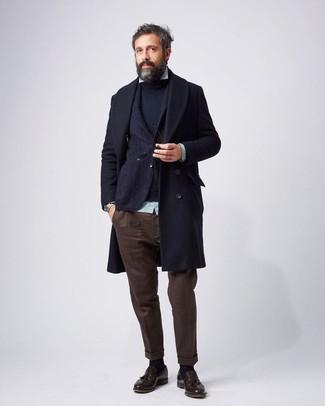 Cómo combinar: abrigo largo azul marino, blazer de lana azul marino, jersey con cuello circular azul marino, camisa de manga larga de rayas verticales en verde menta
