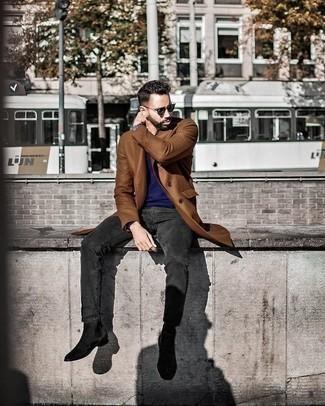 Cómo combinar unas gafas de sol verde oscuro: Para un atuendo tan cómodo como tu sillón considera ponerse un abrigo largo marrón y unas gafas de sol verde oscuro. Agrega botines chelsea de ante negros a tu apariencia para un mejor estilo al instante.