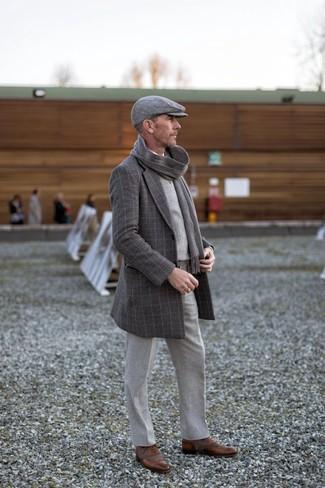 Cómo combinar una camisa de manga larga con unos zapatos oxford: Empareja una camisa de manga larga junto a un pantalón de vestir de lana gris para rebosar clase y sofisticación. Con el calzado, sé más clásico y usa un par de zapatos oxford.