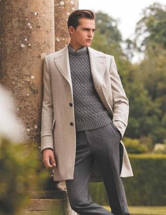 Algo tan simple como optar por un jersey de ochos gris de Gant y un pantalón de vestir de lana gris puede distinguirte de la multitud.