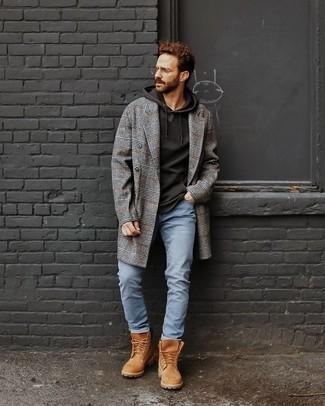 Cómo combinar unas botas de trabajo de cuero marrón claro: Empareja un abrigo largo de tartán gris junto a unos vaqueros celestes para las 8 horas. Si no quieres vestir totalmente formal, complementa tu atuendo con botas de trabajo de cuero marrón claro.