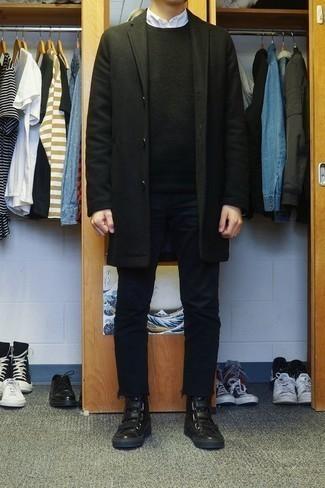 Cómo combinar una camisa de manga larga blanca: Elige una camisa de manga larga blanca y unos vaqueros negros para conseguir una apariencia relajada pero elegante. Zapatillas altas de cuero negras resaltaran una combinación tan clásico.
