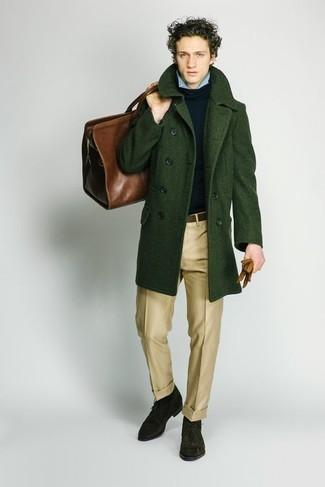 Cómo combinar unos guantes: Un abrigo largo verde oscuro y unos guantes son una opción grandiosa para el fin de semana. Opta por un par de botas safari de ante verde oscuro para mostrar tu inteligencia sartorial.