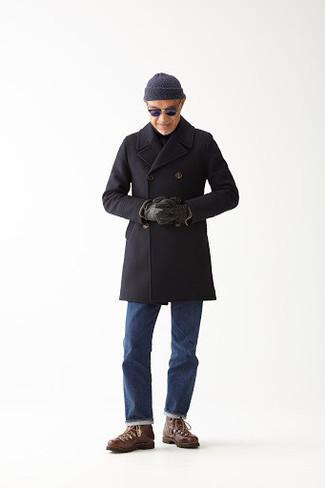 Cómo combinar unas botas de trabajo de cuero marrónes: Elige un abrigo largo negro y unos vaqueros azules para crear un estilo informal elegante. ¿Quieres elegir un zapato informal? Haz botas de trabajo de cuero marrónes tu calzado para el día.