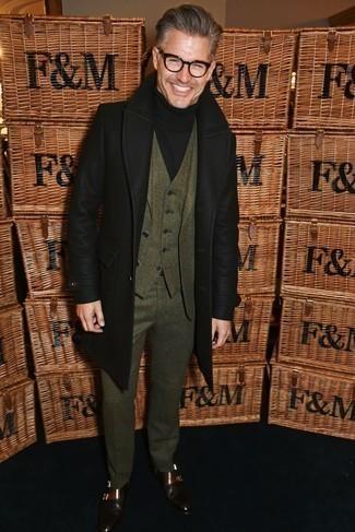 Cómo combinar unos zapatos de vestir: Empareja un abrigo largo negro con un traje de tres piezas verde oliva para un perfil clásico y refinado. Zapatos de vestir son una opción inigualable para complementar tu atuendo.