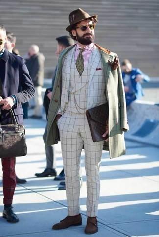 Cómo combinar una corbata estampada verde: Luce lo mejor que puedas en un abrigo largo a cuadros en verde menta y una corbata estampada verde. Zapatos con doble hebilla de ante en marrón oscuro son una opción inigualable para completar este atuendo.