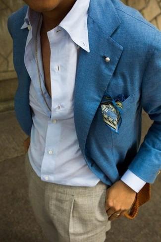 Look de moda: Blazer de lino azul, Camisa de vestir celeste, Pantalón de vestir gris, Pañuelo de bolsillo estampado azul