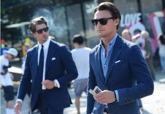 Cómo combinar una camisa de manga larga azul: Intenta ponerse una camisa de manga larga azul y un blazer azul marino para un lindo look para el trabajo.