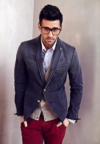 Considera emparejar un cárdigan marrón claro de Scalpers con un pantalón chino burdeos para conseguir una apariencia relajada pero elegante.