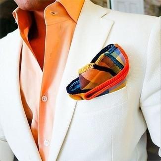 Cómo combinar: blazer blanco, camisa de vestir naranja, pañuelo de bolsillo de tartán en multicolor