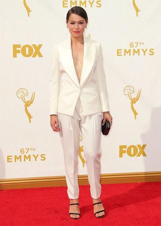 Blazer blanco pantalon de pinzas blanco sandalias de tacon negras large 13698