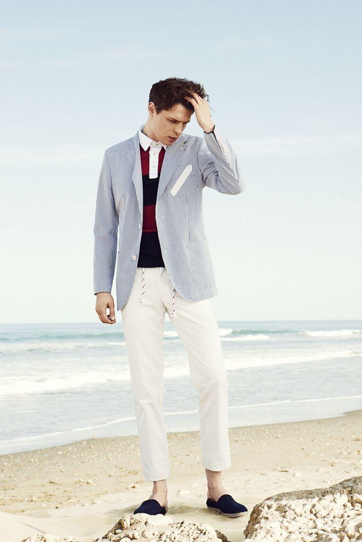 Look de moda Blazer de Rayas Verticales Blanco y Azul, Camisa Polo de Rayas