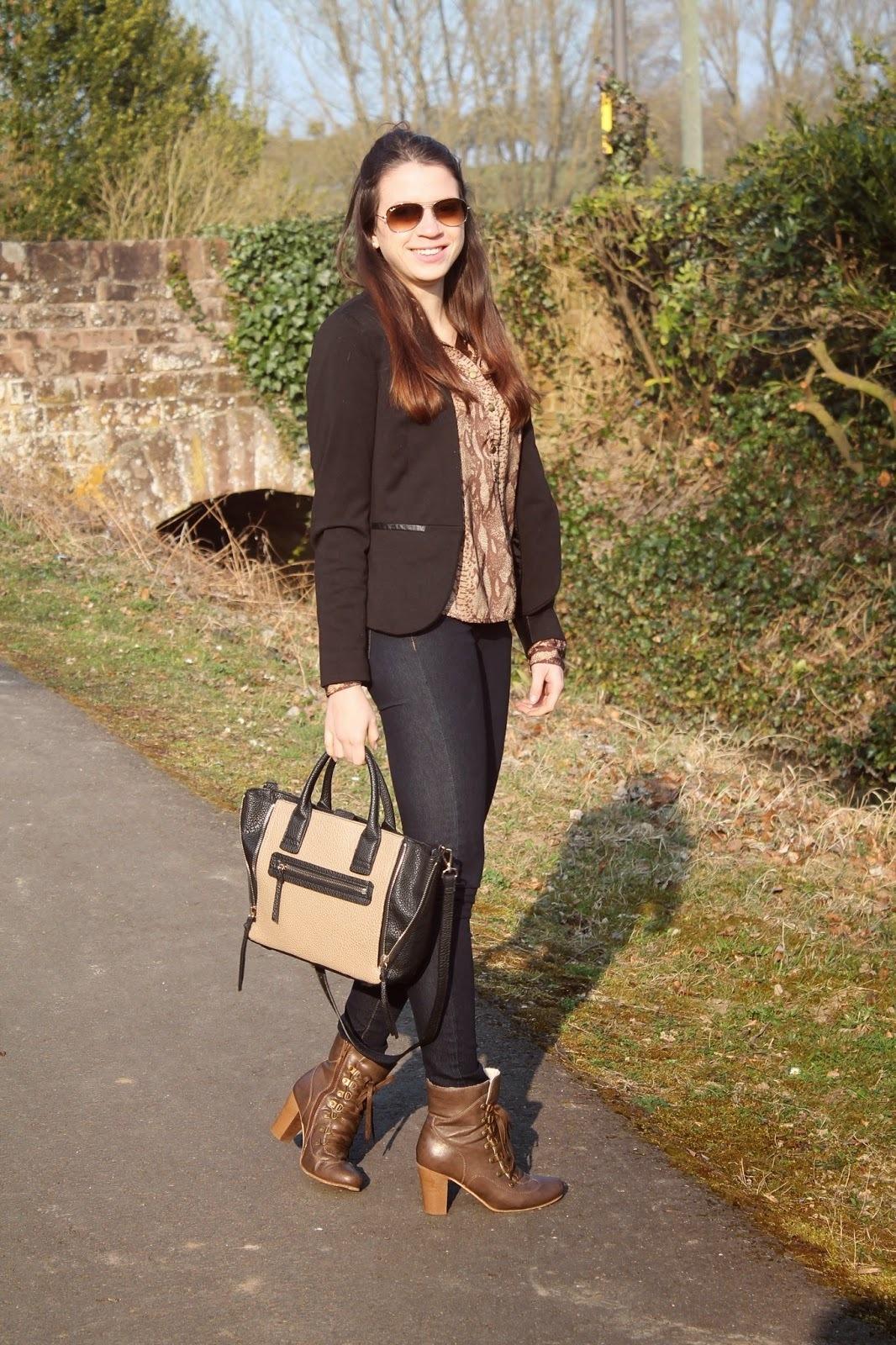 Como combinar un blazer negro para mujer