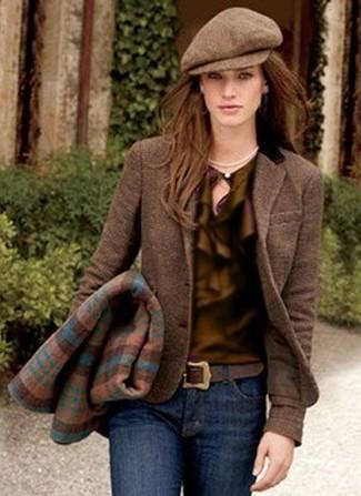Una blusa de manga larga de vestir con un blazer marrón: Empareja un blazer marrón junto a una blusa de manga larga para cualquier sorpresa que haya en el día.