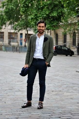 Cómo combinar un reloj de cuero marrón: Considera emparejar un blazer verde oliva con un reloj de cuero marrón para un look agradable de fin de semana. Elige un par de zapatos con doble hebilla de cuero en marrón oscuro para mostrar tu inteligencia sartorial.
