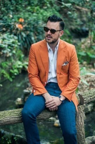 Cómo combinar unas gafas de sol en marrón oscuro: Elige un blazer naranja y unas gafas de sol en marrón oscuro para un look agradable de fin de semana.