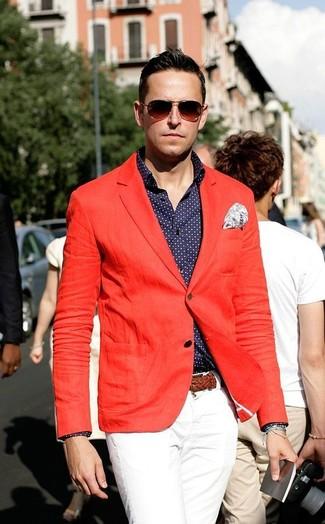 Cómo combinar un pañuelo de bolsillo de paisley blanco: Ponte un blazer rojo y un pañuelo de bolsillo de paisley blanco transmitirán una vibra libre y relajada.