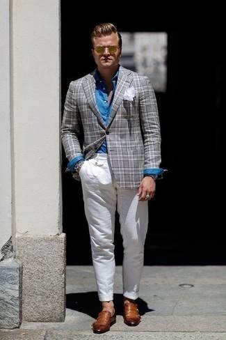 Cómo combinar un blazer de tartán gris: Intenta ponerse un blazer de tartán gris y un pantalón chino blanco para las 8 horas. Usa un par de mocasín de cuero сon flecos marrón para mostrar tu inteligencia sartorial.