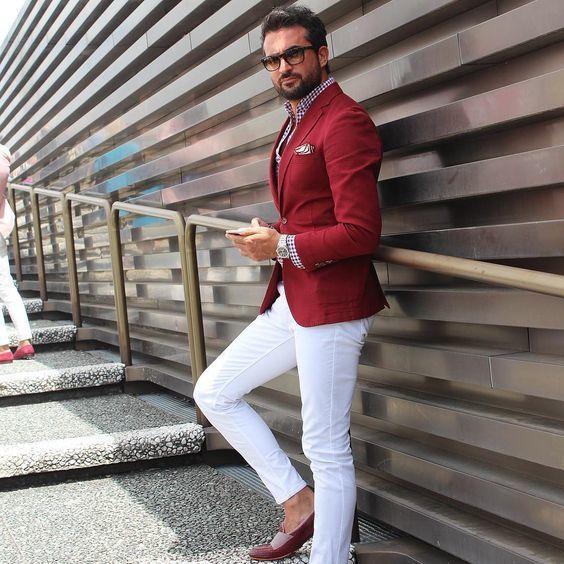 Chaqueta roja y pantalon azul