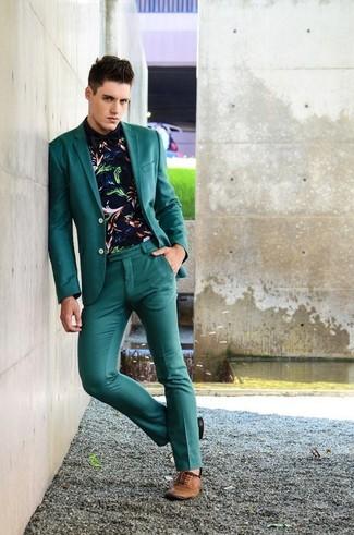 Cómo combinar: blazer en verde azulado, camisa de manga larga estampada azul marino, pantalón de vestir en verde azulado, zapatos oxford de cuero marrónes