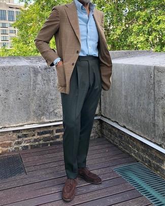 Cómo combinar un blazer de tartán marrón: Considera ponerse un blazer de tartán marrón y un pantalón de vestir verde oscuro para una apariencia clásica y elegante. Zapatos derby de ante en marrón oscuro son una sencilla forma de complementar tu atuendo.