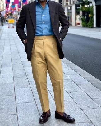 Cómo combinar un pañuelo de bolsillo negro: Haz de un blazer a cuadros negro y un pañuelo de bolsillo negro tu atuendo para un look agradable de fin de semana. Con el calzado, sé más clásico y opta por un par de mocasín con borlas de cuero negro.