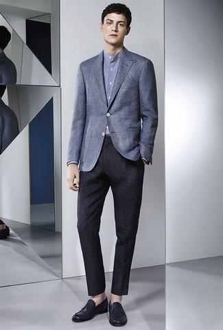 Cómo combinar un blazer azul: Casa un blazer azul con un pantalón de vestir azul marino para un perfil clásico y refinado. Un par de mocasín de cuero azul marino se integra perfectamente con diversos looks.
