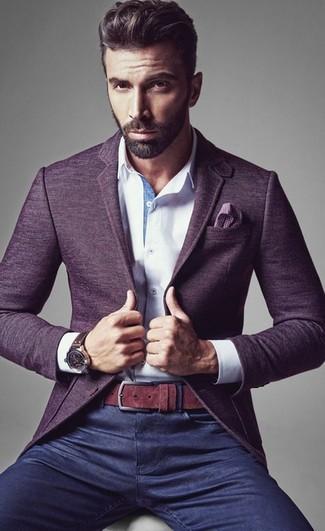 Utiliza un blazer de lana violeta y unos vaqueros azul marino para las 8 horas.