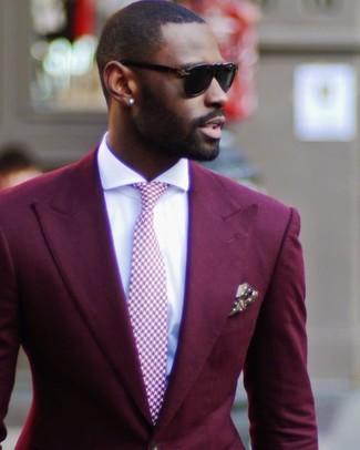 Cómo combinar: blazer burdeos, camisa de vestir blanca, corbata de pata de gallo rosada, pañuelo de bolsillo a lunares verde oliva