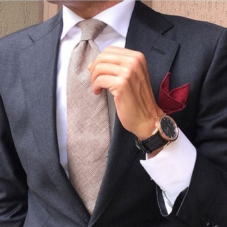 Cómo combinar: blazer negro, camisa de vestir blanca, corbata en beige, pañuelo de bolsillo rojo