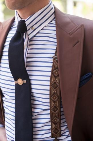 Cómo combinar: blazer burdeos, camisa de vestir de rayas horizontales en blanco y azul, corbata azul marino, pañuelo de bolsillo azul marino