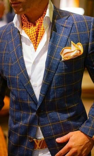 Cómo combinar un pañuelo de bolsillo naranja: Usa un blazer a cuadros azul marino y un pañuelo de bolsillo naranja para un look agradable de fin de semana.