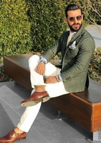 Cómo combinar unos zapatos con doble hebilla de cuero marrónes estilo casual elegante: Equípate un blazer verde oscuro con un pantalón chino blanco para el after office. Zapatos con doble hebilla de cuero marrónes son una forma sencilla de mejorar tu look.