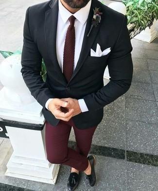 Un blazer de vestir con un mocasín con borlas negro: Opta por un blazer y un pantalón chino burdeos para crear un estilo informal elegante. Con el calzado, sé más clásico y elige un par de mocasín con borlas negro.