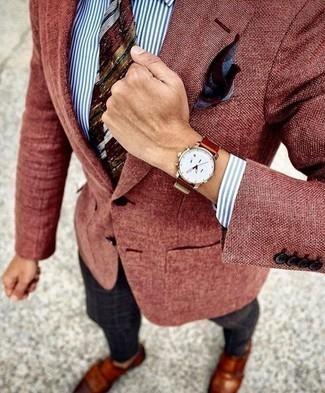 Cómo combinar un reloj de cuero en tabaco: Para un atuendo tan cómodo como tu sillón equípate un blazer burdeos junto a un reloj de cuero en tabaco. ¿Te sientes valiente? Haz zapatos con doble hebilla de cuero en tabaco tu calzado.